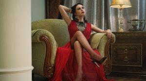 Frau in stylischem Kleid Modetrend