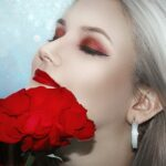 Beauty Trendreport Herbst/Winter 2020/2021 Frau mit Rose